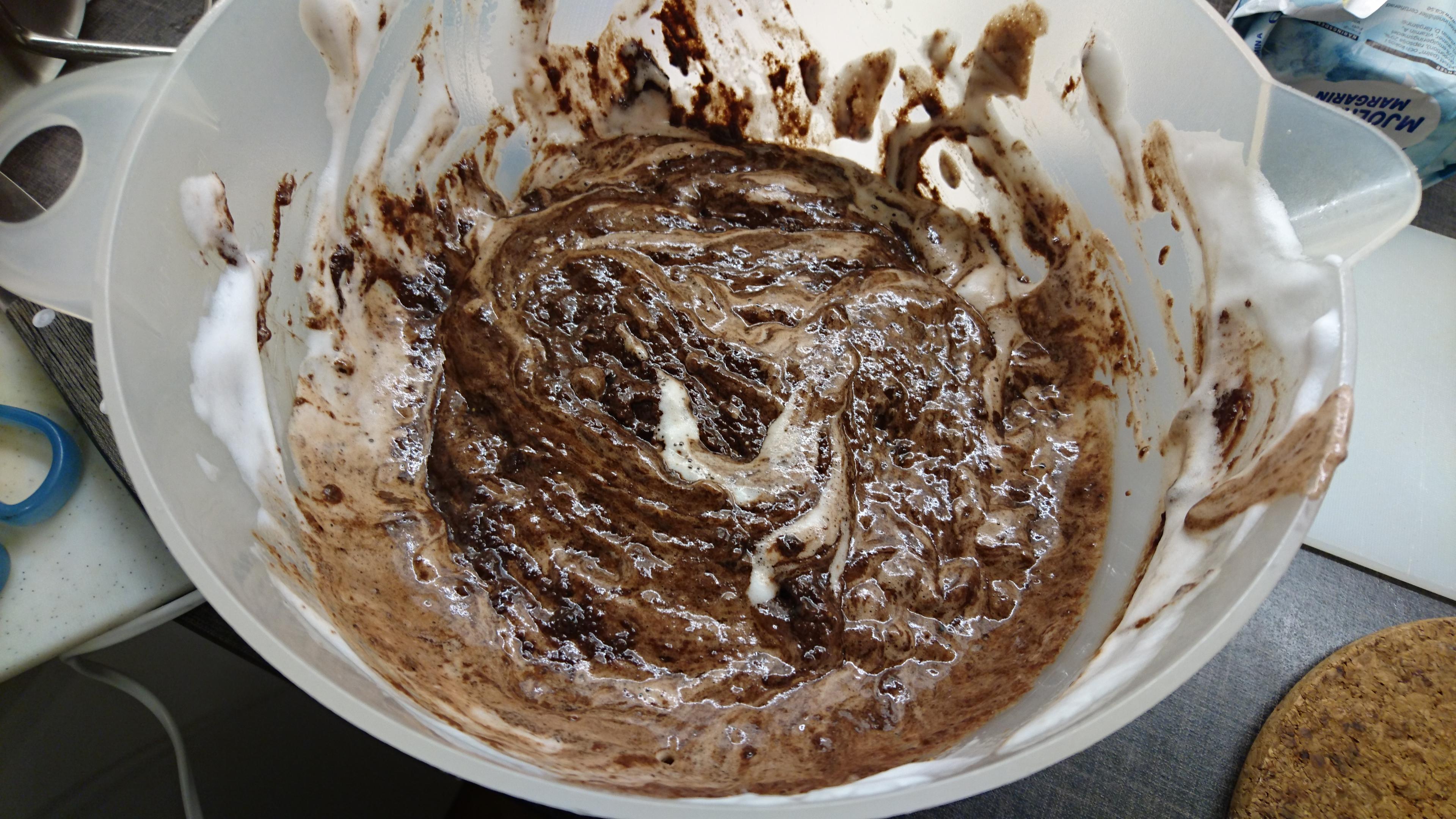 Chokladsmet blandat med kikärtsmaräng.