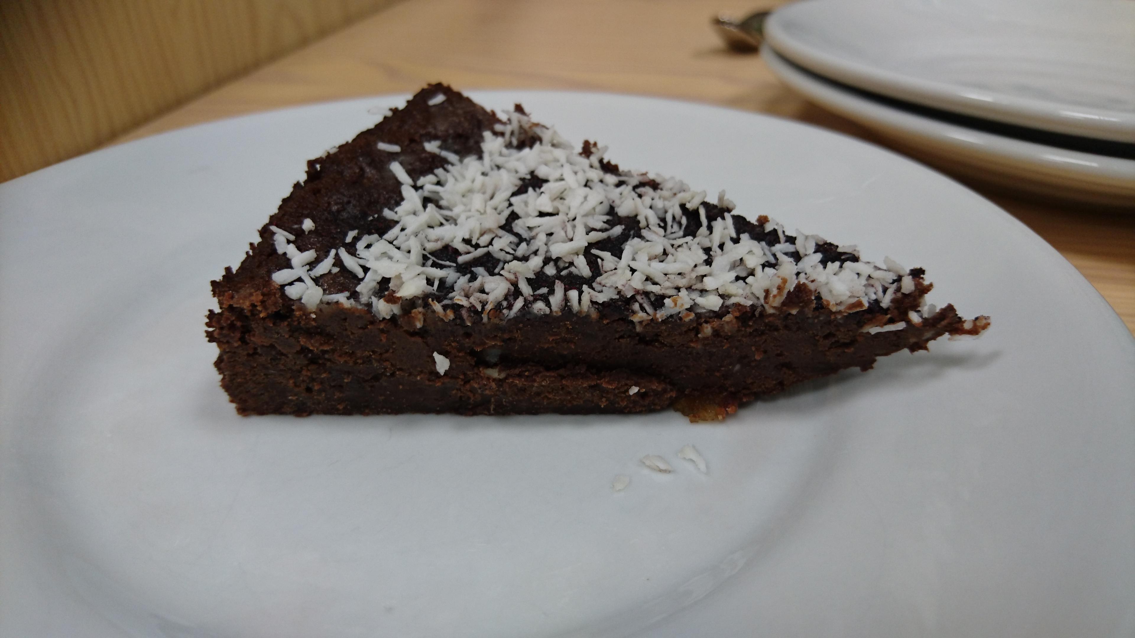 En bit vegansk chokladtårta med chili