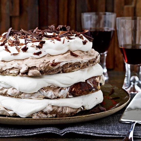 Hasselnöt- och choklad-maräng-kaka från Food & Wine